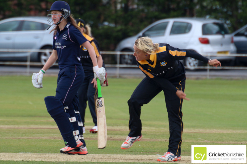danielle hazell bowls at harrogate cricket club
