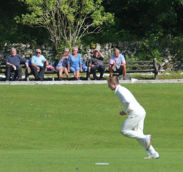 settle cricket onlookers